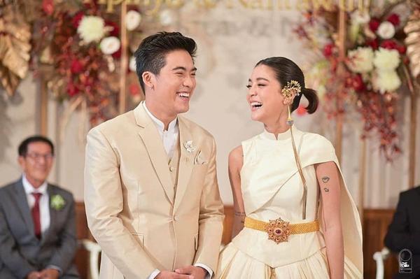 Những lễ cưới lộng lẫy, lung linh và ngập tràn hạnh phúc của sao Thái! ảnh 1