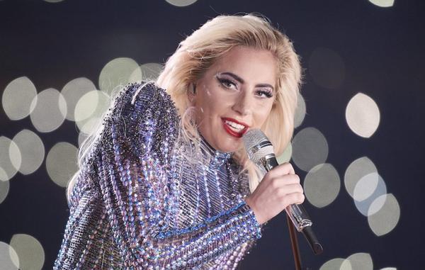 Phong cách quái dị đi kèm với ý nghĩa sâu lắng trong từng sản phẩm âm nhạc có lẽ chính là lý do LG6 cùng với những sáng tác khác của cô đều vô cùng được đón chờ. Gaga cũng là một trong những nữ nghệ sĩ duy nhất trong lịch sử với 3 ca khúc trụ BXH tối thiểu 40 tuần.