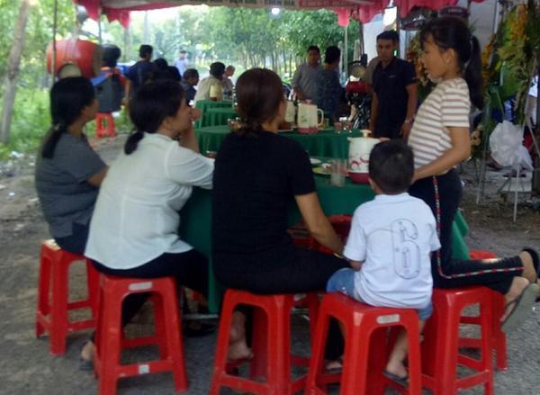 Gia đình tổ chức đám tang cho nữ sinh xấu số. Ảnh: Zing.vn