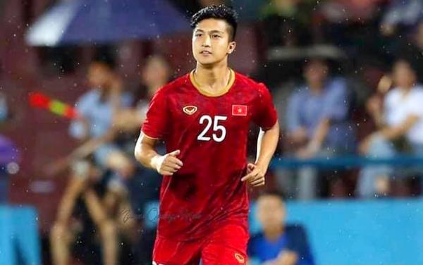 Martin Lo đá chính trận U22 Việt Nam và U18 Việt Nam.