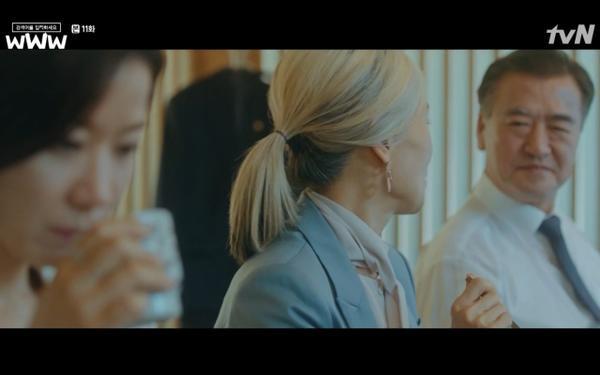 Phim Search: WWW tập 11: Lee Da Hee trở mặt với tiền bối thân thiết để về phe Im Soo Jung ảnh 15