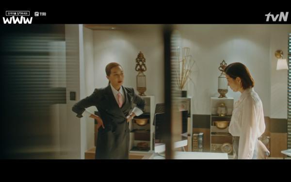 Ga Kyung bị mắng vì chuyện bản quyền vốn trước đây do Ta Mi phụ trách.