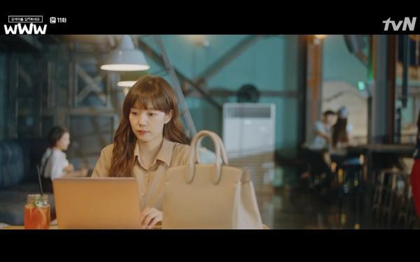 Phim Search: WWW tập 11: Lee Da Hee trở mặt với tiền bối thân thiết để về phe Im Soo Jung ảnh 49
