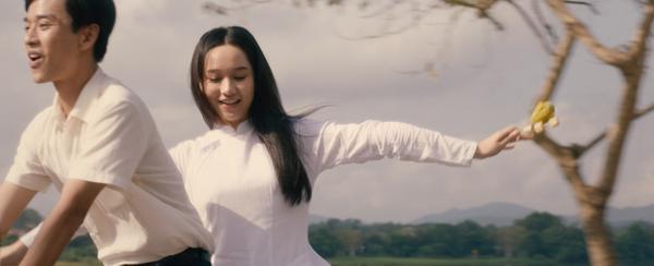 Phim Mắt biếc tung teaser với những thước phim đầu tiên: Nam nữ chính chưa cần thoại, chỉ ánh mắt đã đủ buồn da diết ảnh 8