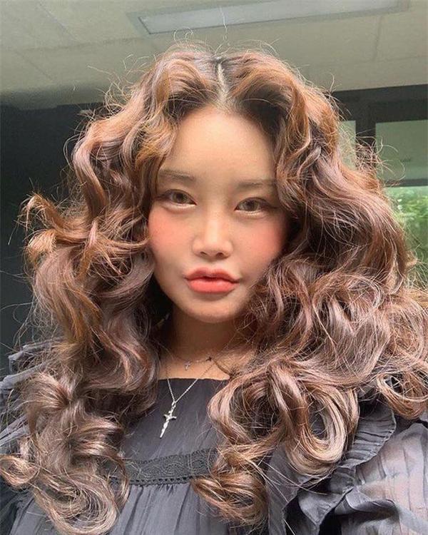 Nhìn những hình ảnh của Kim SoHee không ít người đều cho rằng cô nàng đã can thiệp dao kéo khá nhiều lên trên khuôn mặt của mình