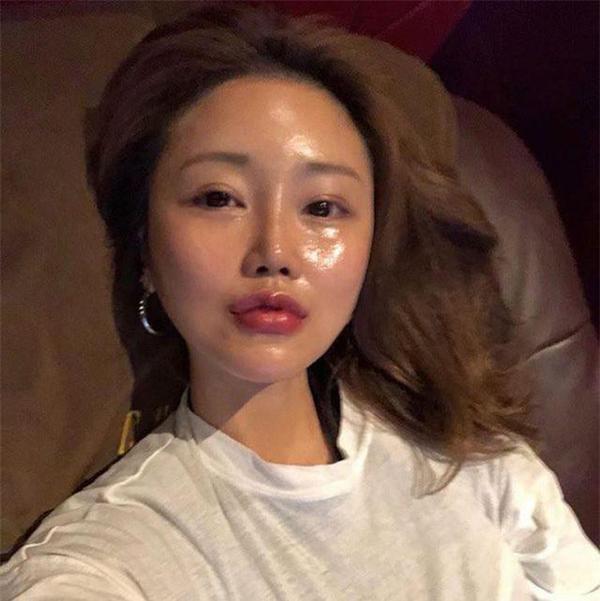 'Bà trùm' của đế chế thời trang và mỹ phẩm Hàn Quốc thậm chí còn nhấn cả mí mắt