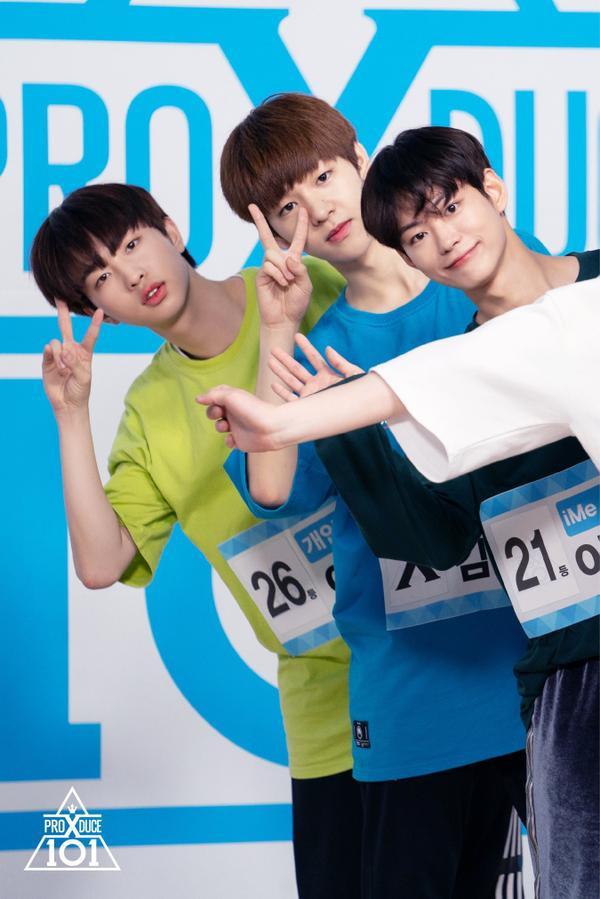 Lee Heop, Lee Dong Yoon và Lee Se Jin tạo dáng chữ V huyền thoại.