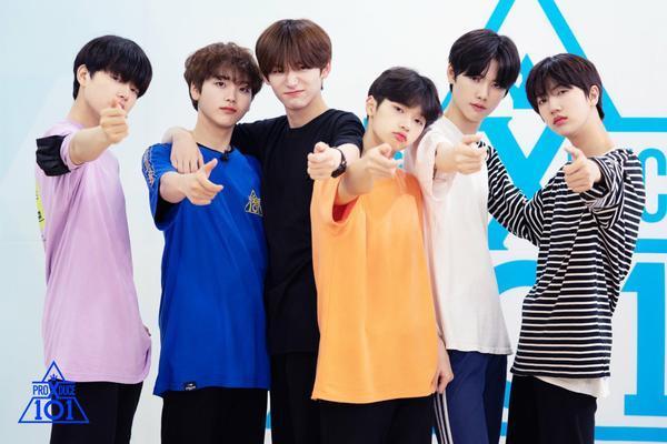 Các em bé của nhóm Pretty Girl: Lee Jin Woo, Song Hyung Jun, Goo Jung Mo, Son Dong Pyo, Kang Min Hee và Ham Won Jin.