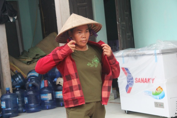 Suốt 10 năm qua bà Cúc không quản mưa nắng đi nhặt xác thai nhi.