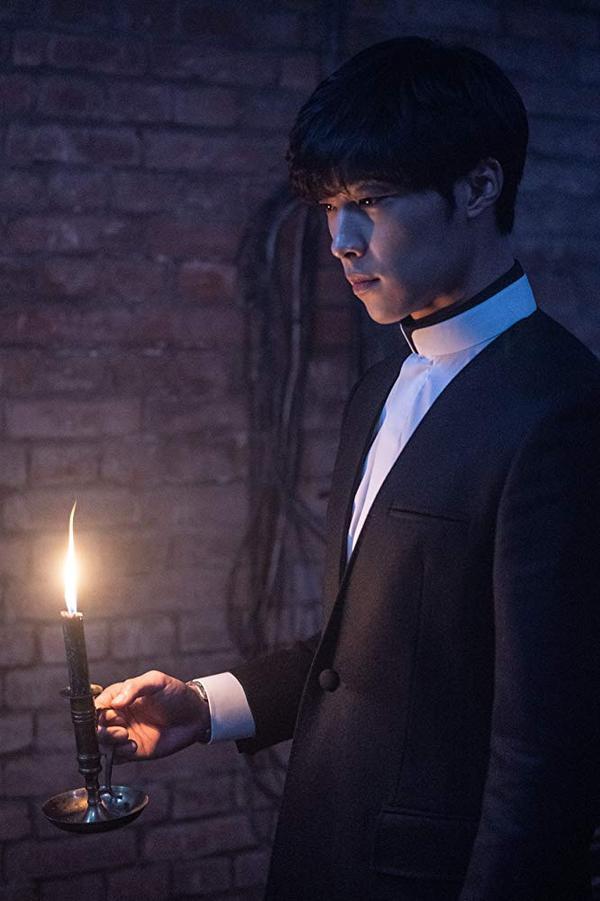 Park Seo Joon được đạo diễn và nam diễn viên gạo cội Ahn Sung Ki khen khi đóng vai võ sĩ trong phim kinh dị The Divine Fury ảnh 5