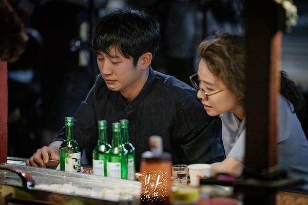Tập cuối Đêm xuân: Jung Hae In nói lời tạm biệt và cảm ơn, Han Ji Min mong fan tìm kiếm được tình yêu ảnh 11