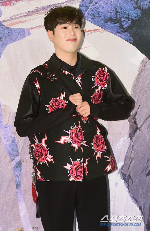 Ahn Jae Hyun như trai chưa vợ, Sulli và P.O (Block B) duyên dáng đáng yêu tại sự kiện ảnh 9