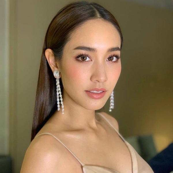 Ngọc nữ thông minh xinh đẹp và thành đạt của màn ảnh Thái