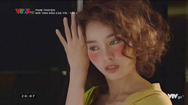 """Còn nhớ trong bộ phim """"Mối tình đầu của tôi"""", hình tượng tóc xù, uốn dập sóng của Lan Ngọc cũng bị mọi người bảo là xấu và giả."""