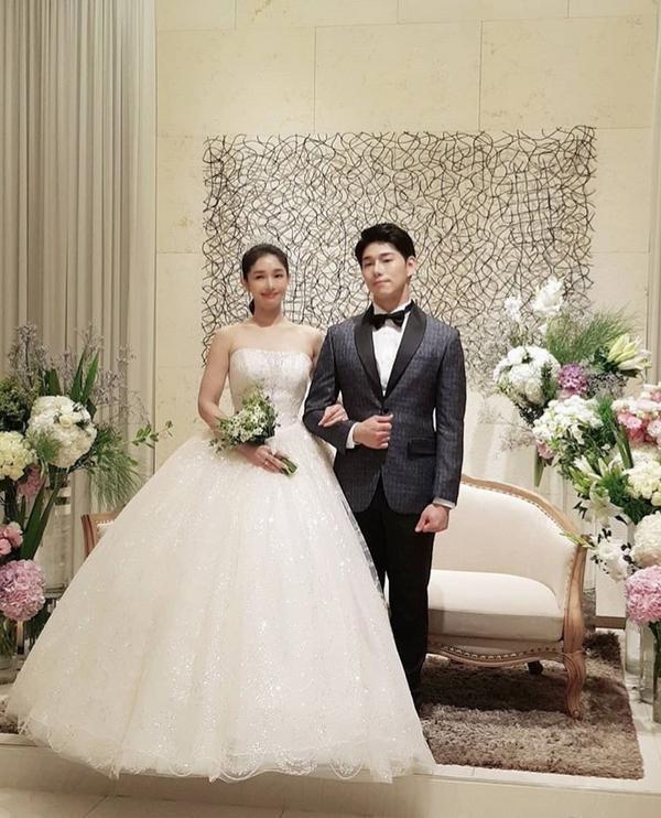 Lee Jun Ki  Song Jae Rim cùng sao Hàn dự đám cưới Sun Woo Sun và đạo diễn Goblin kém 11 tuổi ảnh 8