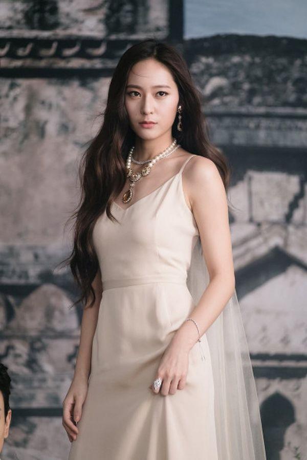 Liệu fan có tò mò với vai diễn 'độc đáo' mới của Krystal f(x) trong bộ phim sắp tới? ảnh 4