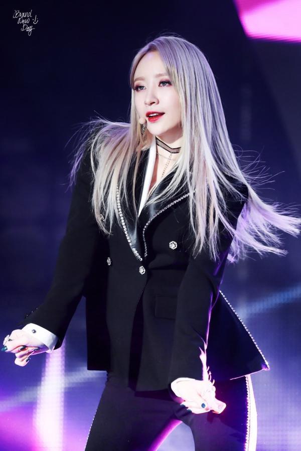 10 idol quyến rũ ngút trời trên sân khấu nhưng lại 'cute hột me' đời thường, thánh lầy phải là Hani (EXID) và HyunA ảnh 11