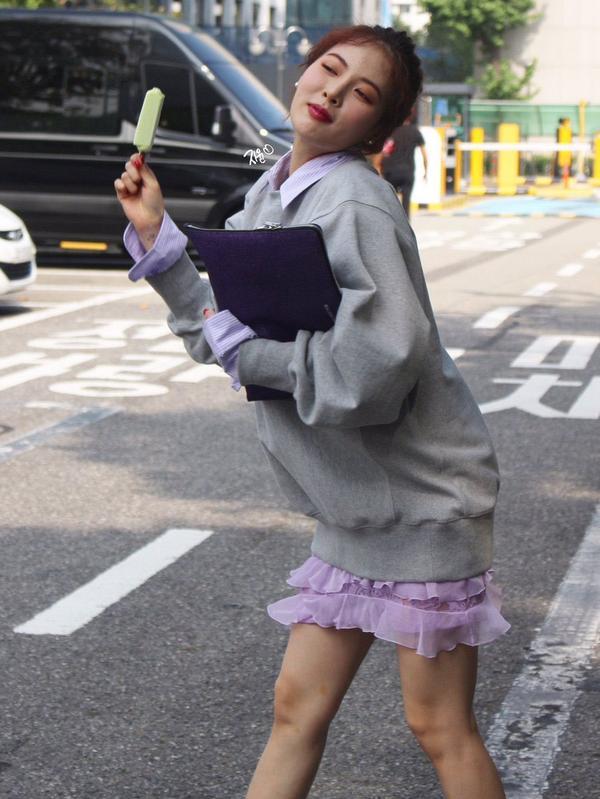 10 idol quyến rũ ngút trời trên sân khấu nhưng lại 'cute hột me' đời thường, thánh lầy phải là Hani (EXID) và HyunA ảnh 23