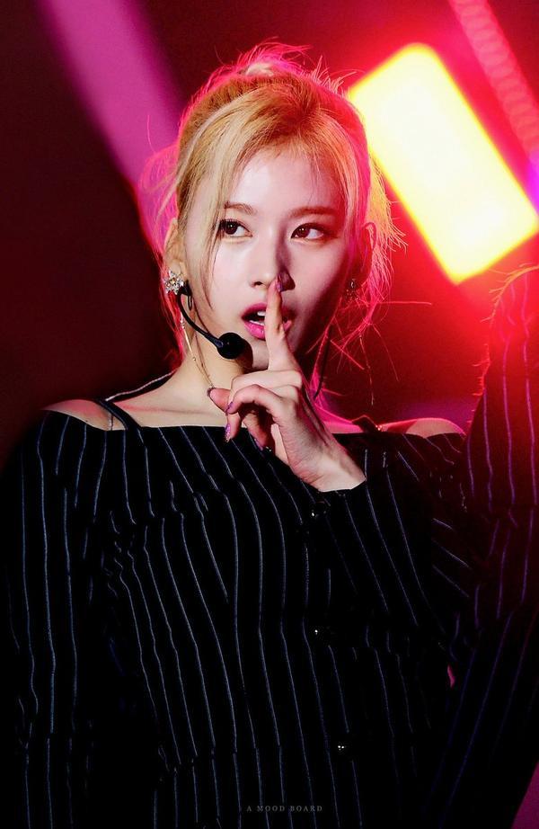 10 idol quyến rũ ngút trời trên sân khấu nhưng lại 'cute hột me' đời thường, thánh lầy phải là Hani (EXID) và HyunA ảnh 7