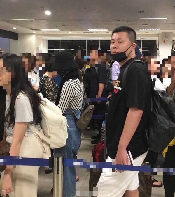 Triệu Lệ Dĩnh được dân mạng trông thấy tại sân bay vào ngày 14.07