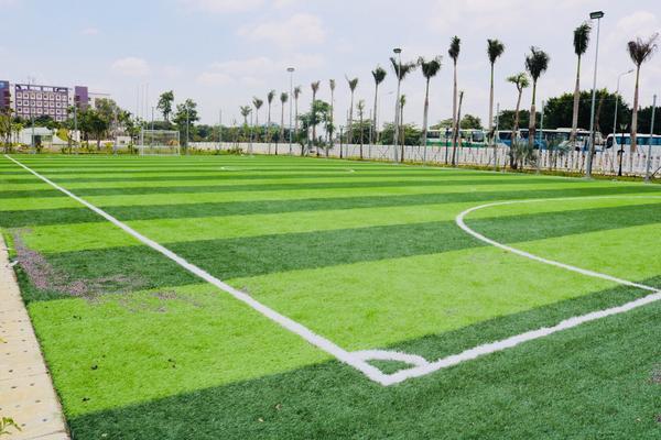 Sân bóng đá phục vụ nhu cầu thể thao, rèn luyện sức khỏe cho sinh viên