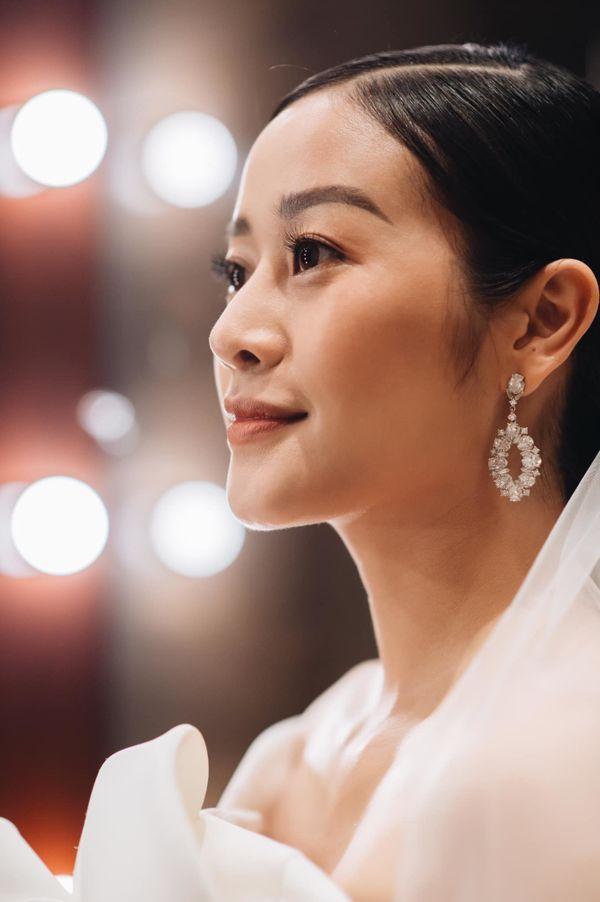 Tròn 1 tháng cưới chồng, MC Phí Linh mếu máo than trời vì nấu ăn quá khó ảnh 3