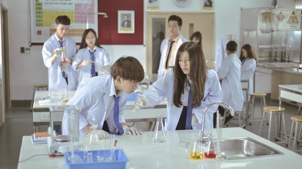 'Cặp đôi Tớ thích cậu' Han Sara, Tùng Maru tái hợp trong phim điện ảnh giới tính học đường Thầy ơi! Em có bầu ảnh 7