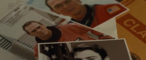 Tommy Lee Jones vào vai Clifford - người cha mất tích.