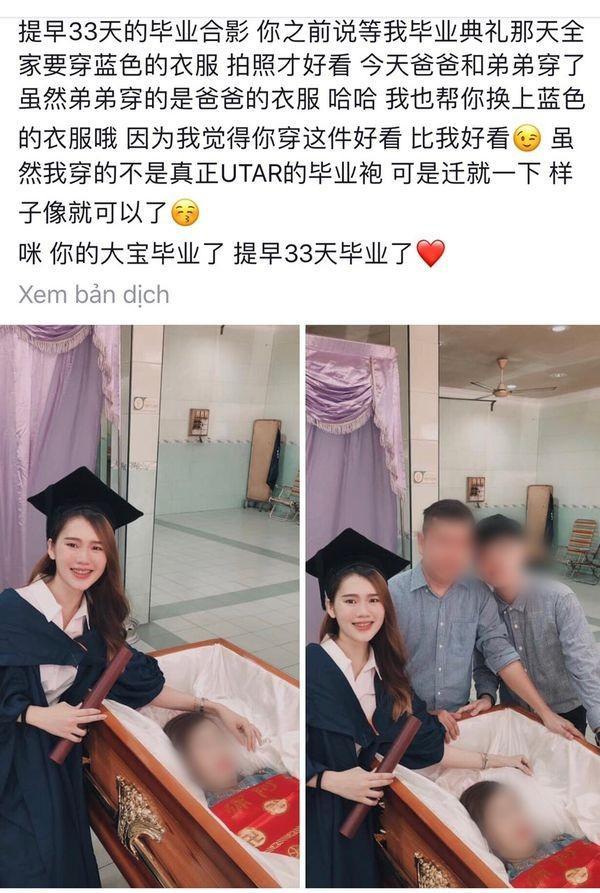 Nữ sinh mặc lễ phục chụp ảnh cùng người mẹ đã khuất.