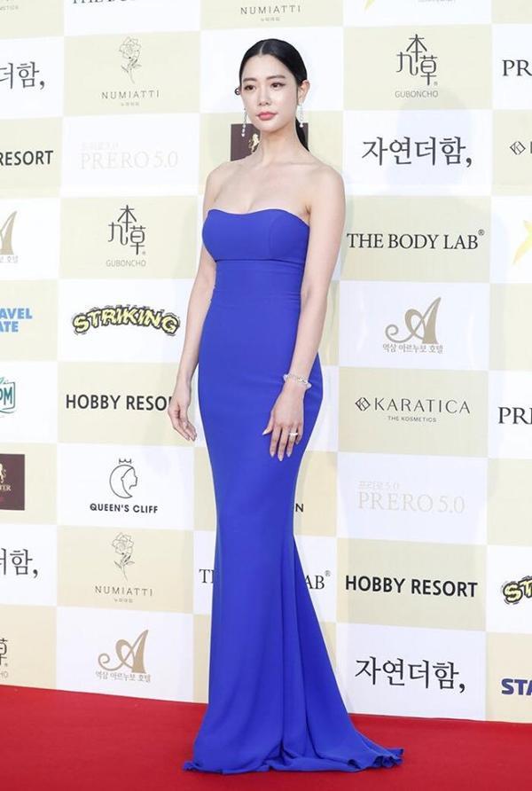 Cô ngày càng được chú ý hơn sau khi kết hôn với anh chồng siêu giàu doanh nhân Mỹ-Hàn Samuel Hwang