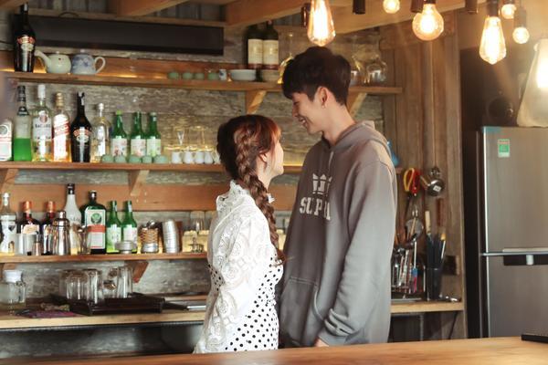 Tập 4 21 ngày yêu em: Lãng mạn như cổ tích đời thường, Salim được Tuấn Trần tỏ tình dưới mưa ảnh 11