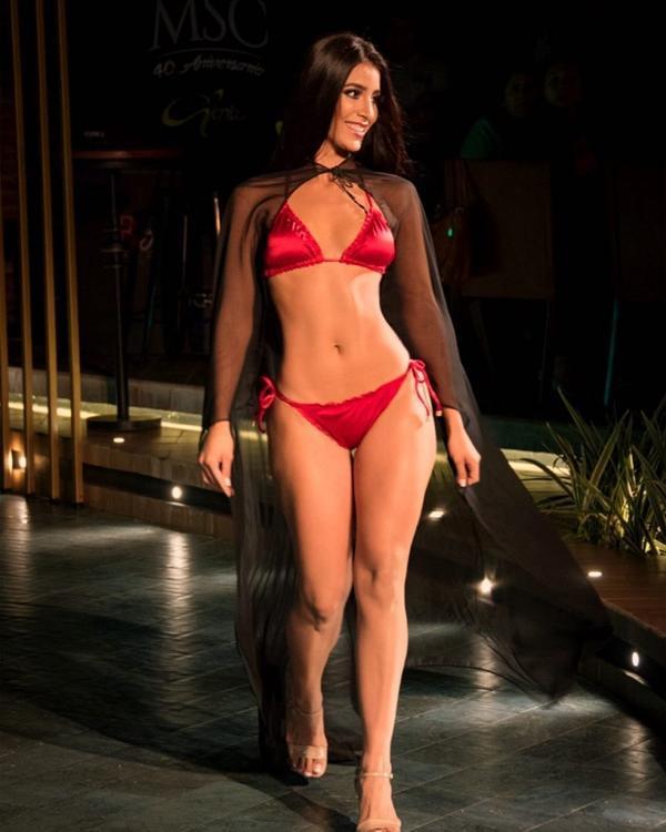 Fabiana Hurtado có một cơ thể tuyệt đẹp với chiều cao 1m78 số đo ba vòng 90-59-94 cm.