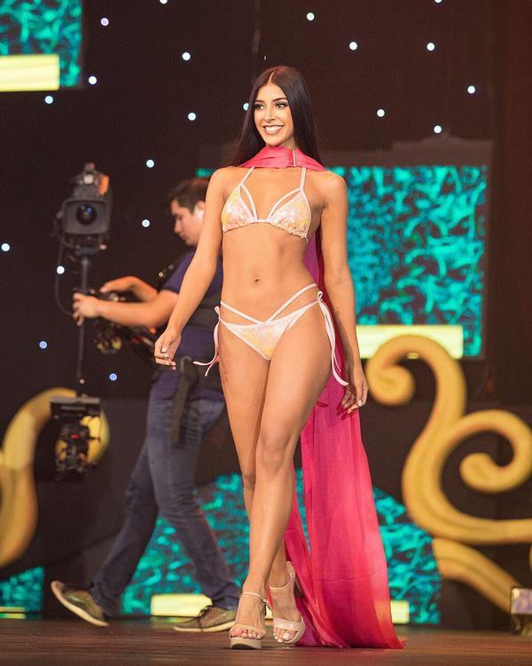 """Đôi chân nuột nà thẳng tắp cùng làn da nâu bóng, đại diện Bolivia sẽ thừa sức """"thiêu đốt"""" sân khấu Miss Universe năm nay."""