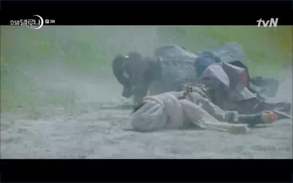 Phim Hotel Del Luna tập 3: IU gặp lại tình đầu sau ngàn năm chờ đợi, chính là Yeo Jin Goo? ảnh 6