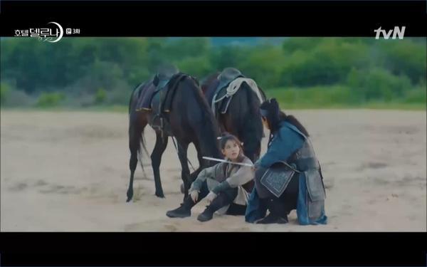 Phim Hotel Del Luna tập 3: IU gặp lại tình đầu sau ngàn năm chờ đợi, chính là Yeo Jin Goo? ảnh 23