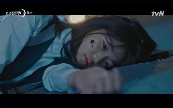 Phim Hotel Del Luna tập 3: IU gặp lại tình đầu sau ngàn năm chờ đợi, chính là Yeo Jin Goo? ảnh 65
