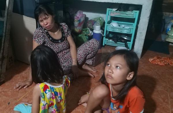 Chị Diệp đau đớn gọi tên con trai. Ảnh: báo Vietnamnet