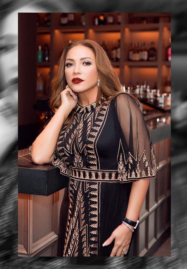Mỗi khi xuất hiện trên thảm đỏ, nữ ca sĩ cũng thu hút sự chú ý với gu thời trang quyến rũ.