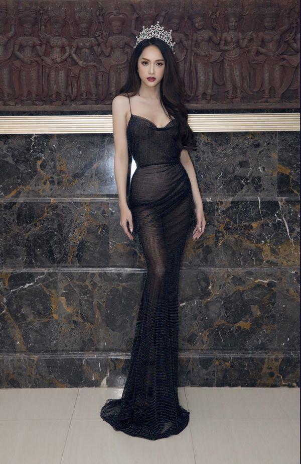 Thiết kế này được Hương Giang diện trong sự kiện Họp Báotại cuộc thi Miss Tiffany Thái Lan 2018.