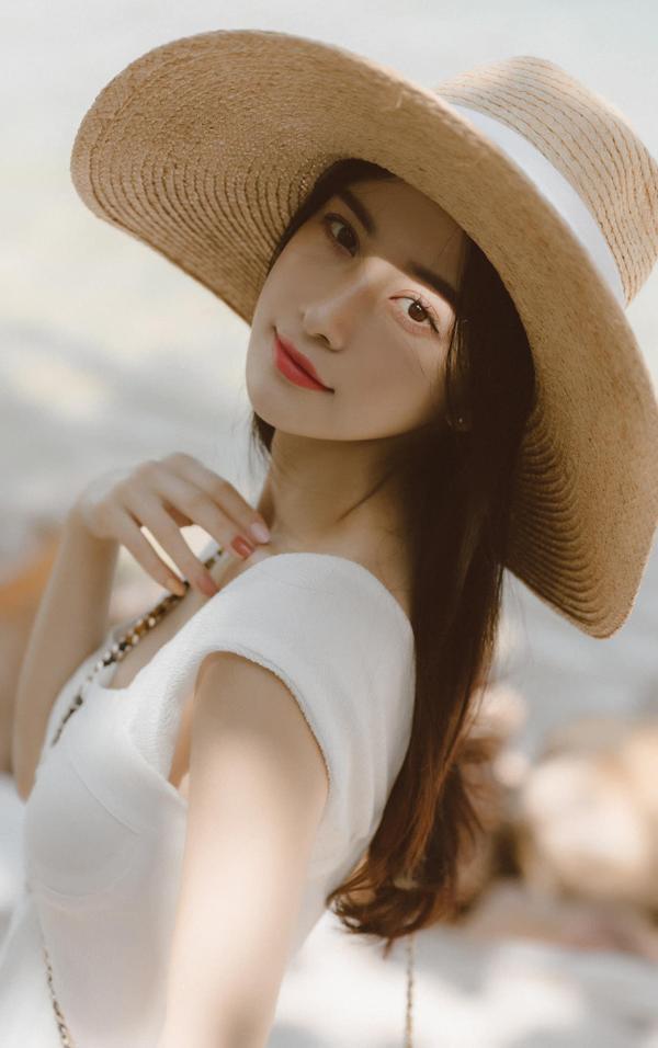 Diện bikini 2 mảnh, Jun Vũ thiêu đốt ánh nhìn với thân hình nóng bỏng ảnh 4