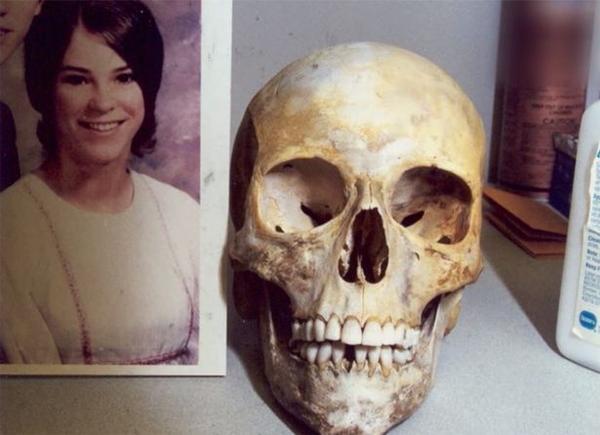 Hài cốt của Janice Hartman - người vợ đầu tiên bị John Smith sát hại tàn nhẫn.