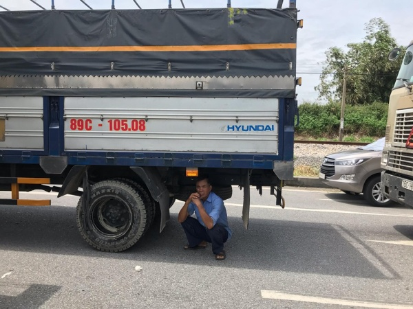 Nắng nóng khiến nhiều người cảm thấy mệt mỏi. Quốc lộ 5 tắc nghẽn kinh hoàng sau vụ xe tải lật đè 6 người tử vong