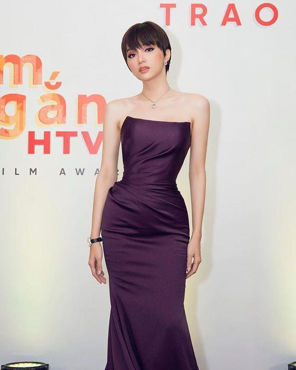 Mỹ nhân Việt lên đời thần thái nhờ cắt tóc ngắn, tưởng không xinh mà xinh không tưởng ảnh 7