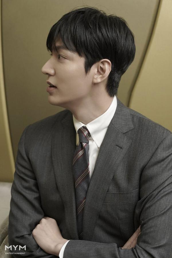 Lee Min Ho trông cực sang-xịn-mịn  Suho (EXO) có được vinh dự mới ảnh 6