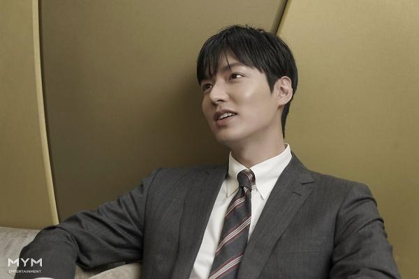 Lee Min Ho trông cực sang-xịn-mịn  Suho (EXO) có được vinh dự mới ảnh 3