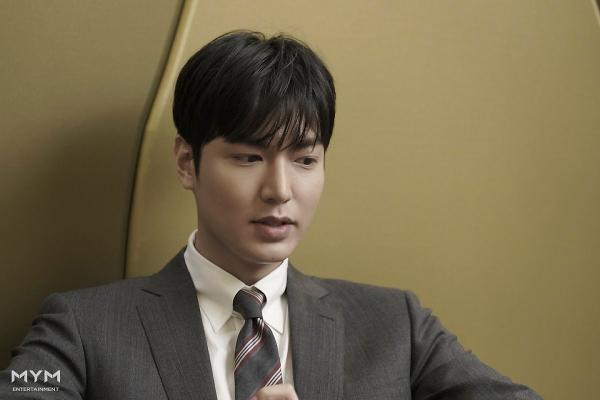Lee Min Ho trông cực sang-xịn-mịn  Suho (EXO) có được vinh dự mới ảnh 0
