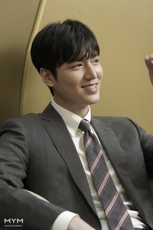 Lee Min Ho trông cực sang-xịn-mịn  Suho (EXO) có được vinh dự mới ảnh 1