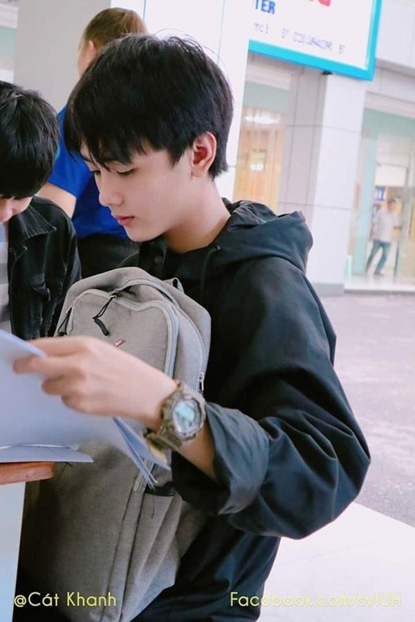 Qủa thực, cậu bạn điển trai chẳng khác nào idol Hàn Quốc.