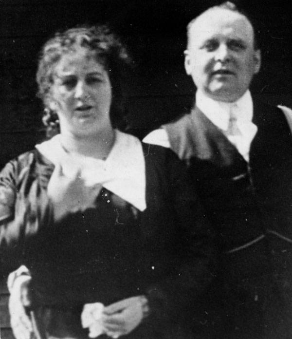 Fred and Dolly Oesterreich. (Ảnh:Los Angeles Public Library)