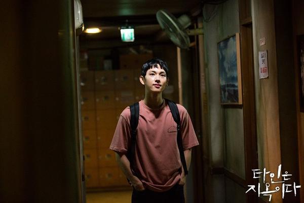 'Strangers From Hell' phát hành hình ảnh đầu tiên của nha sĩ điển trai Lee Dong Wook ảnh 3
